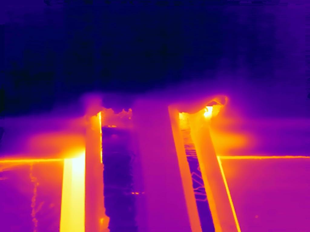 Thermografie toont luchtlekken bij een woning in Nietap