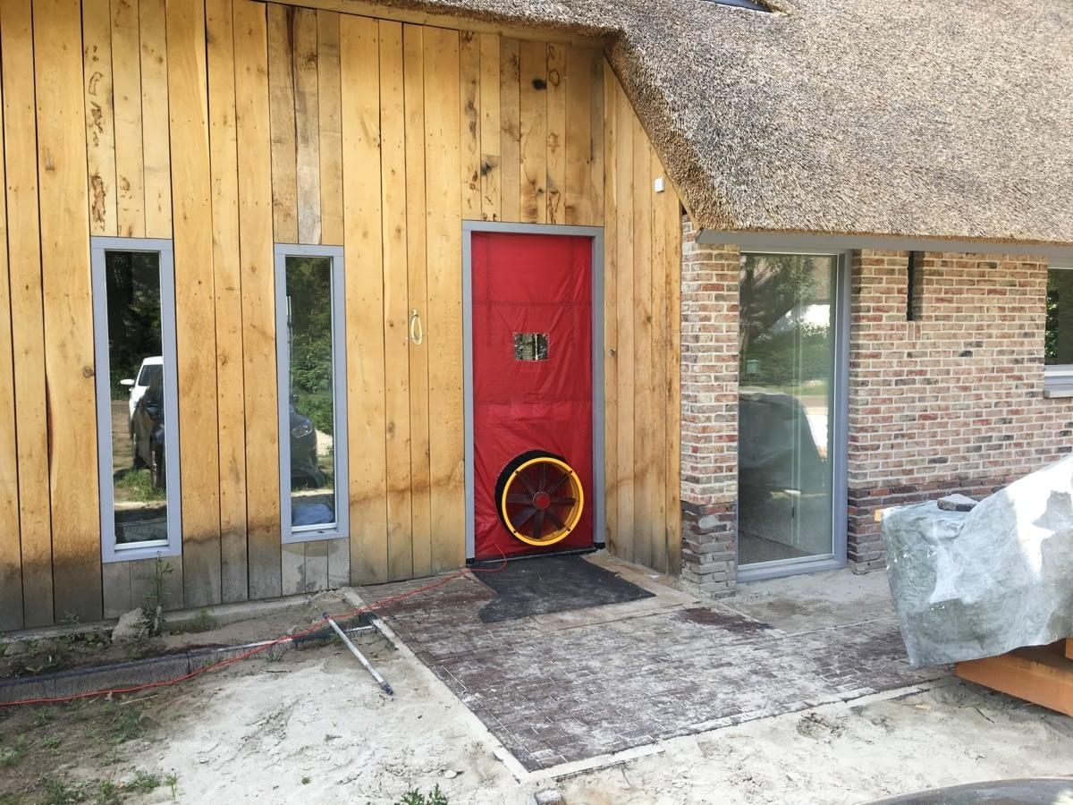 Blowerdoor test bij een nieuwbouw woning in Balinge