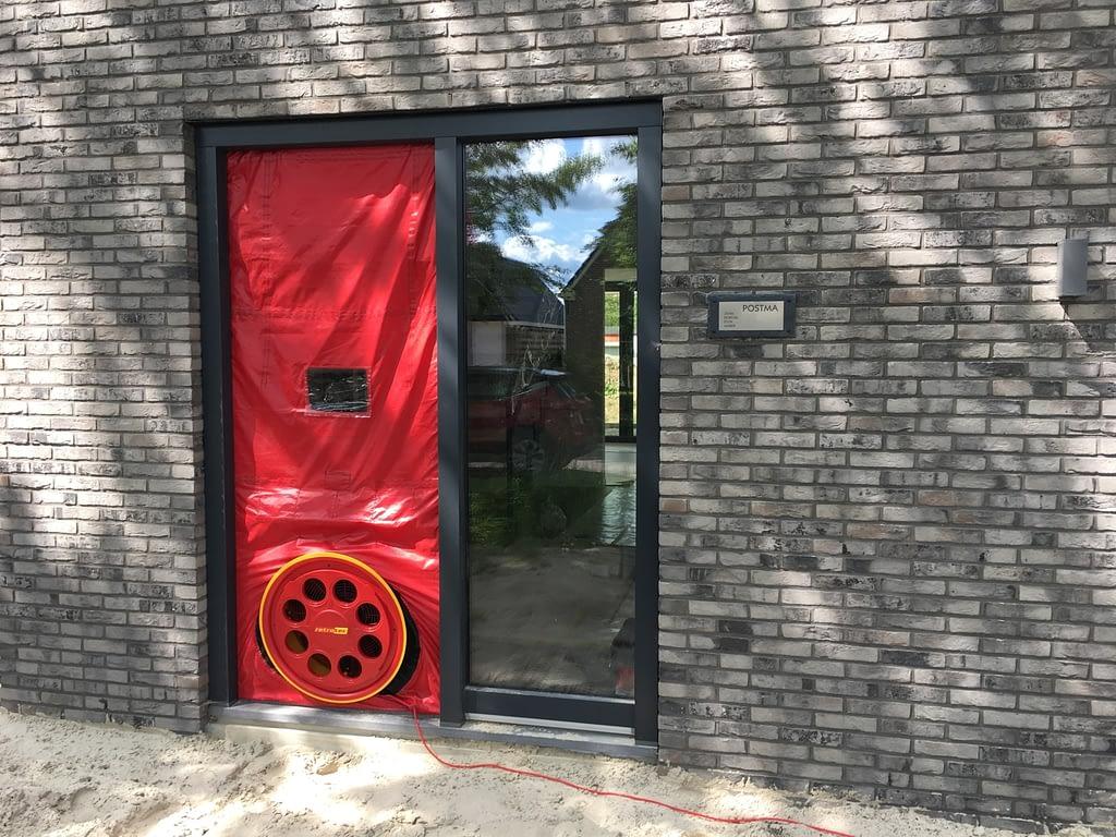 Blowerdoortest bij nieuwbouw woning thermografie in drenthe.
