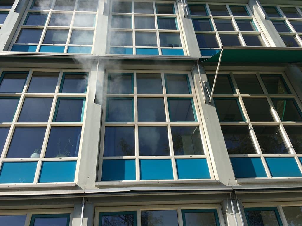 Rooktest bij een school in Amsterdam Zuid, Noord-Holland
