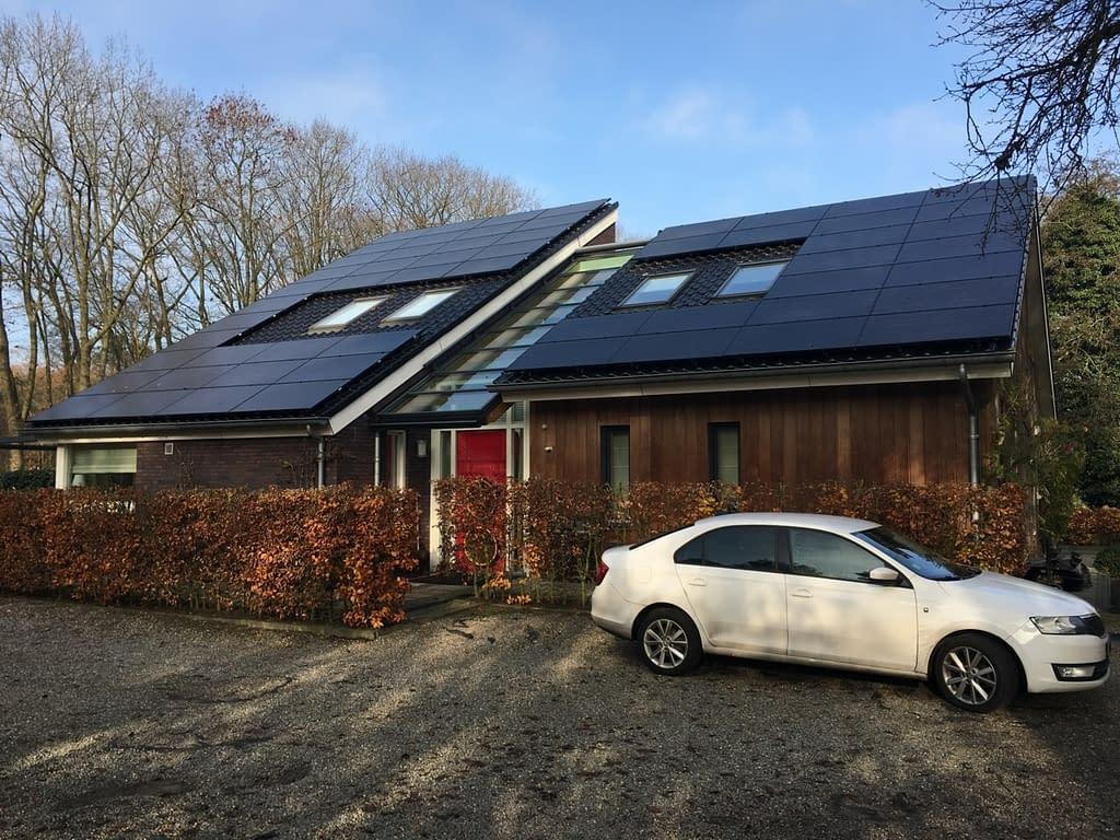 Blowerdoortest.nl doet onderzoek naar de oorzaken van een extreem hoge energierekening en tocht in Beerze, Overijssel