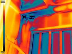 Luchtlekken worden zichtbaar met thermografie tijdens een blowerdoortest in Zwolle